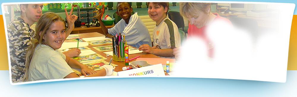 Uczniowie podczas zajęć szkolnych o charakterze terapeutycznym.